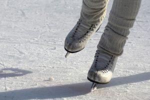 co warto zwiedzić we wrocławiu z dziećmi? lodowisko